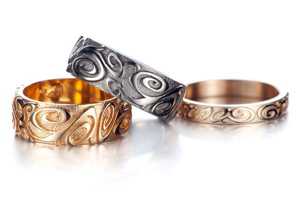 Inspiration Viking pour une collection de bagues homme très virile que nous  propose la finlandaise, Carina Blomqvist